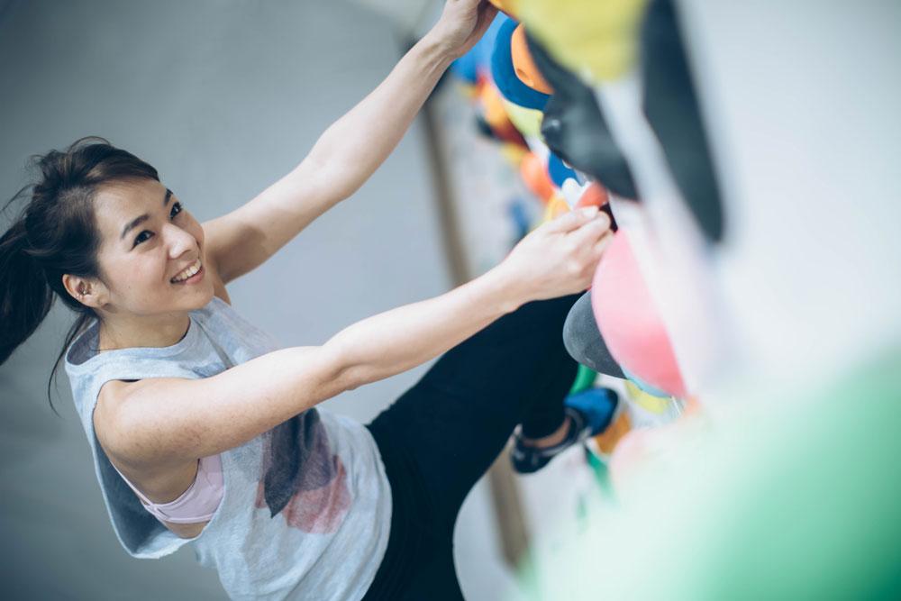 ボルダリング女子のクライミングチャレンジ
